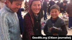 Малолетние «тачечники» на рынке в Чиракчинском районе Кашкадарьинской области.