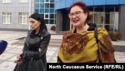 Земфира Цкаева и ее адвокат Анджелика Сикоева