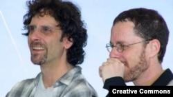 جوئل و اتان کوئن، برادران فيلمساز و سازندگان «بارتون فينک» (۱۹۹۱)، «فارگو» (۱۹۹۶) و «آه برادر کجايی» (۲۰۰۰) از تاثيرگذارترين فيلمسازان دهه نود ميلادی هستند.