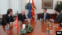 Посредникот на ОН во спорот за името Метју Нимиц на средба со премиерот Никола Груевски и со министерот за надворешни работи Никола Попоски во Скопје.11 јануари 2013