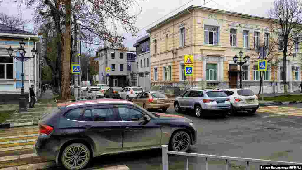На перекрестке с улицей Горького