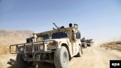 Afghan security forces arrive from Kabul in an attempt to regain Kunduz from Taliban militants.
