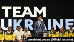 Канадський прем'єр Джастін Трюдо вітає українську команду «Ігор Нескорених» напередодні відкриття змагань. Торонто, 22 вересня 2017 року