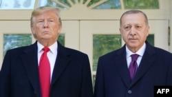 АҚШ президенті Дональд Трамп (сол жақта) және Түркия басшысы Режеп Ердоған. Вашингтон, 13 қараша 2019 жыл.