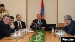 Armenia - Representatives of the Prosperous Armenia Party and the country's three main opposition groups discuss pre-election cooperation in Yerevan, 11Apr2012.
