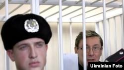 Юры Луцэнка ў зале суду