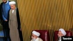 اکبر هاشمی رفسنجانی به هنگام ورود به یکی از نشست های خبرگان (عکس از آرشیو)