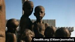 Памятник семье узбекского кузнеца Шоахмеда Шомахмудова.