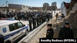 Ադրբեջան - Ցուցարարները Հաջի Ջավադ մզկիթի մոտ, Բաքու, 12-ը ապրիլի, 2017թ.