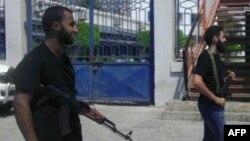 Бенгазидегі қарулы топтардың бірінің мүшелері. Видеотаспадан скрин-шот. Көрнекі сурет.