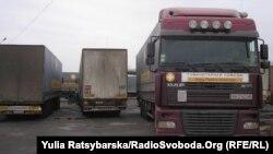 Вантажівки з гуманітарною допомогою фонду Ахметова