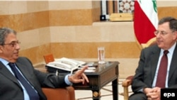 عمر موسی، دبير کل اتحاديه عرب، دوشنبه شب به طور ناگهانی به بيروت رفت و تلاش کرد که فواد سنيوره را به شرکت در نشست دمشق متقاعد کند.( عکس: EPA)