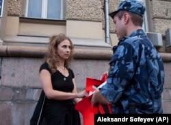 Мария Алехина во время пикета у здания ФСБ на Лубянке. 7 августа 2018 года