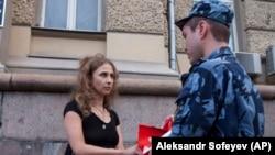 În 7 august 2018, Aliohina și alți doi activiști au organizat un protest în fața sediului serviciului de instituții penitenciare al Rusiei (FSIN), la Moscova.