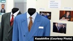 Костюмы, используемые в кинокартине «В эпицентре мира» и представленные в ноябре 2017 года на выставке во время защиты постановочного проекта на киностудии «Казахфильм». Фото предоставлено киностудией «Казахфильм».
