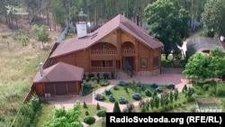 Будинок цивільної дружини Віктор Шокіна Оксани Гриневич у селі Пилява Київської області