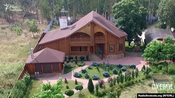 Будинок цивільної дружини Віктор Шокіна Оксани Гриневич в селі Пилява Київської області