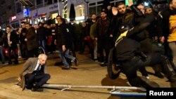 Նիդերլանդներ - Թուրքերի բողոքի ակցիան և ոստիկանության հետ ընդհարումը Ռոտերդամում Թուրքիայի հյուպատոսարանի մոտ, 12-ը մարտի, 2017թ․