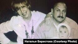 Наталья и Анатолий Берестовы с дочерью