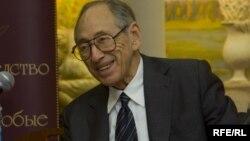 Футуролог Элвин Тоффлер.