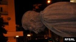 Ստալինի արձանի ապամոնտաժումը խորհրդային բռնապետի հայրենի՝ վրացական Գորի քաղաքում, 25-ը հունիսի, 2010թ․