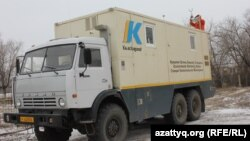 Передвижная станция экологического мониторинга в селе Березовка. Западно-Казахстанская область, 4 декабря 2014 года.