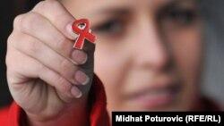 """""""Panglica roşie"""", simbolul mondial al mişcării împotriva HIV/SIDA"""
