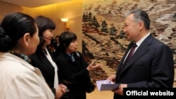 Kyrgyz President Kurmanbek Bakiev meets with NGO leaders in Bishkek.
