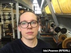 С 16 лет отец Роман занимается вольной борьбой