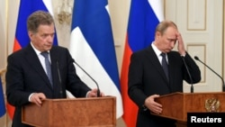Russian President Vladimir Putin (right) attends a news conference with Finnish President Sauli Niinisto outside of Moscow on June 16.