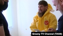 Рамзан Кадиров посети болница в Грозни ден преди руски медии да съобщят, че е транспортиран в Москва със съмнения за коронавирусна инфекция