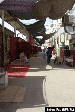 În bazarul din Turfan