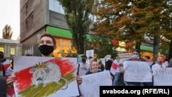 Учасники акції скандували «Хай живе Білорусь», «Саша, йди!», «Свобода»