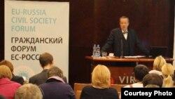 Президент Эстонии Тоомас Ильвес выступает на открытии Генеральной ассамблеи Гражданского форума Россия – ЕС