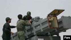 İran hərbçiləri raket buraxmağa hazırlaşırlar, 4 Aprel 2006