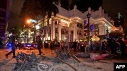 На месте взрыва у индуистского храма в Бангкоке, 17 августа 2015 года.
