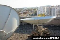 Ýerinden üýtgedilen antenna