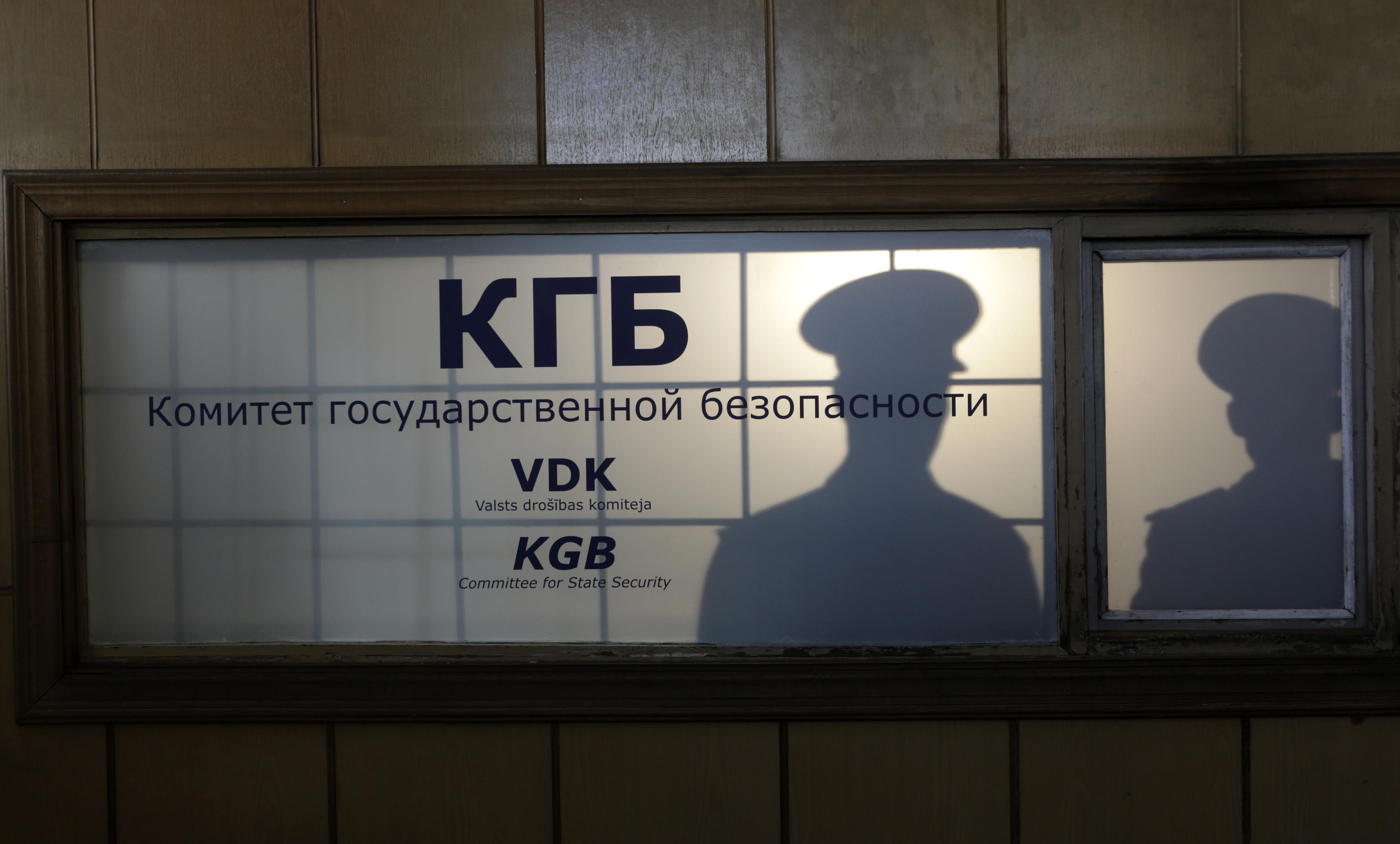 У 2018 годзе Нацыянальны архіў Латвіі адкрыў доступ да засакрэчаных дакумэнтаў КГБ савецкага часу. Высьветлілася, што вядомы сучасны дзеяч быў агентам. Хто гэта?