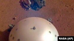 عکس ناسا از گنبد پوششی کاوشگر اینسایت بر روی مریخ