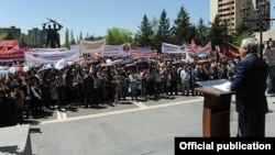 Armenia - President Serzh Sarkisian addresses an election campaign rally in Abovian, 2May2012.