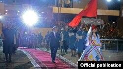 Президент Алмазбек Атамбаев Көчмөндөр оюндарынын ачылышында.