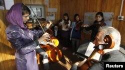 Muzikantë afganë...