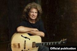 Американскиот гитарист Пет Метини.