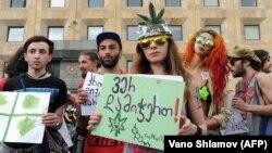 Многие сочли, что теперь без оглядки можно курить марихуану, но это не так – административный штраф остается в силе