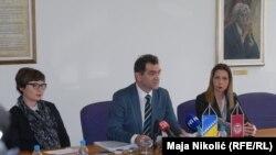 Ako me pozivaju da kao stranački kadar podnesem ostavku ja ću to svakako učiniti: Rektor Nurić (u sredini)