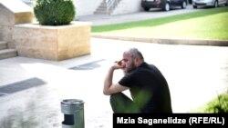 Заза Саралидзе начал голодовку во дворе МВД