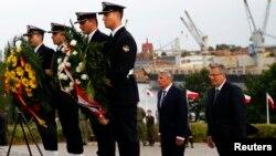 Президент Німеччини Йоахім Ґаук (на задньому плані ліворуч) і Польщі Броніслав Коморовський (праворуч). Вестерплатте, вересень 2014