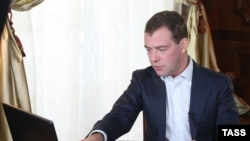 Russian President Dmitry Medvedev previewed his speech on his new video blog.
