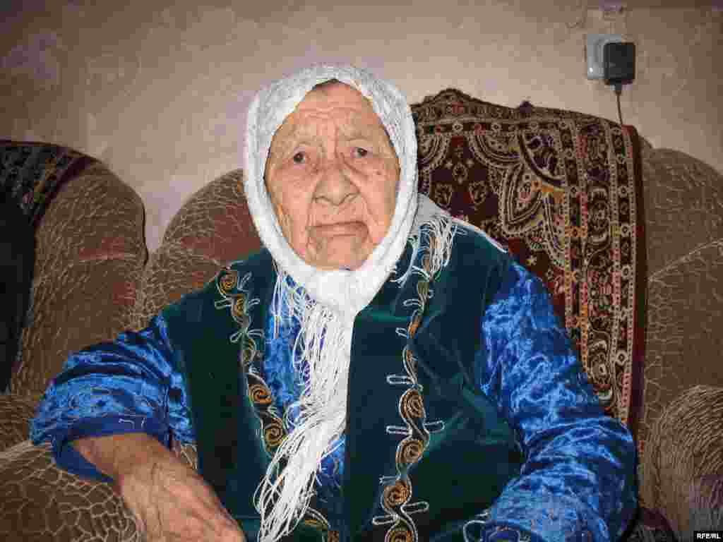 Казахстан в марте 2009 года после переписи неожиданно узнал, что в Караганде есть бабушка Сахан Досова 130 лет.