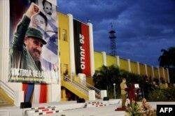 Рауль Кастро выступает на одном из митингов в Сантьяго-де-Куба, у знаменитых казарм Монкада. 2 января 2014 года